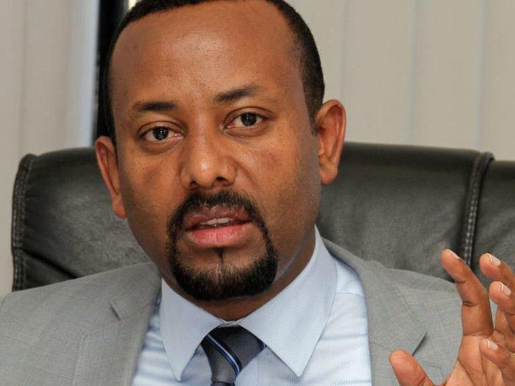 جنود إثيوبيون يتظاهرون بالأسلحة أمام القصر الوطني بالعاصمة