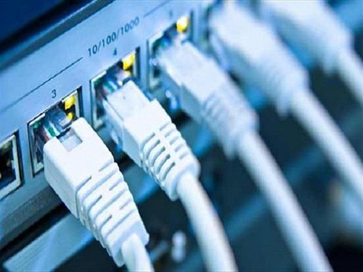 """""""المصرية للاتصالات"""" تقرر تغيير أسلاك الإنترنت داخل العقارات - فيديو"""