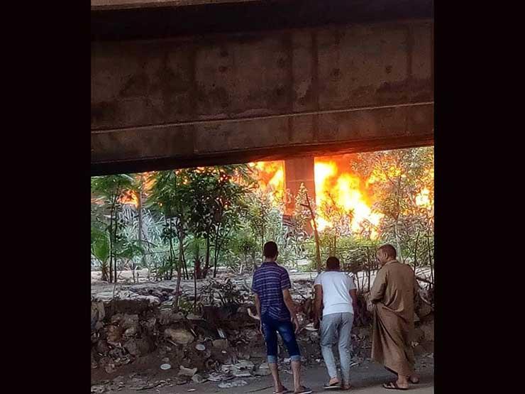 النيابة تنتقل لمعاينة موقع حريق مخزن إشغالات حي الهرم