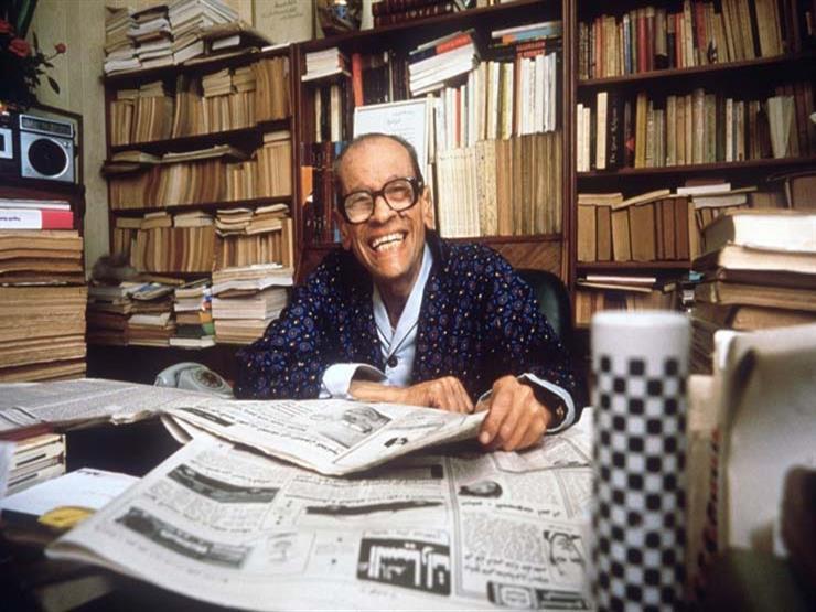 """30 عاما على """"نوبل"""".. كيف احتفت الصحافة المصرية بفوز نجيب محفوظ؟"""