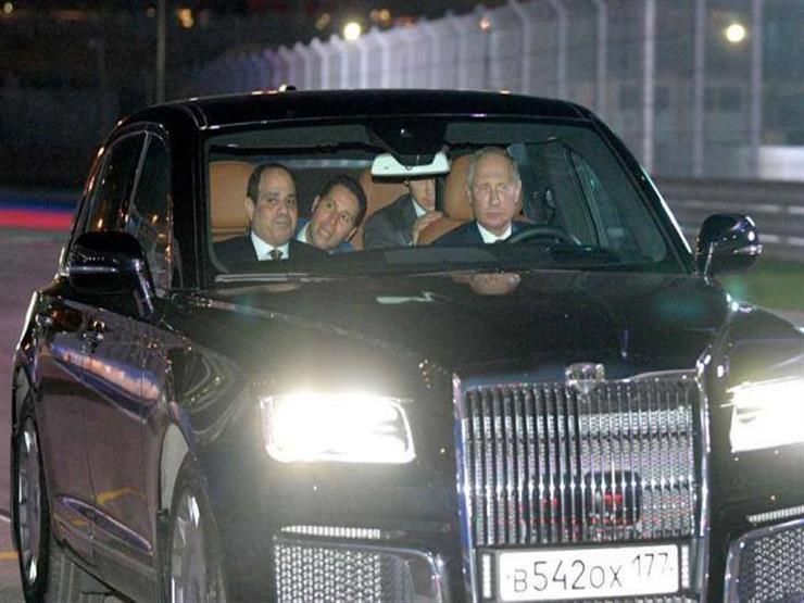 """""""دولة ماشية على الأرض"""".. إعلامي يكشف إمكانات سيارة بوتين التي استقلها السيسي"""