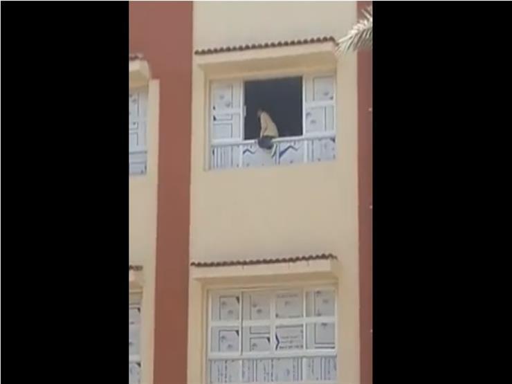 """""""تمثيلية"""".. تعليم كفرالشيخ توضح حقيقة فيديو تدلي تلميذ من نافذة مدرسة"""