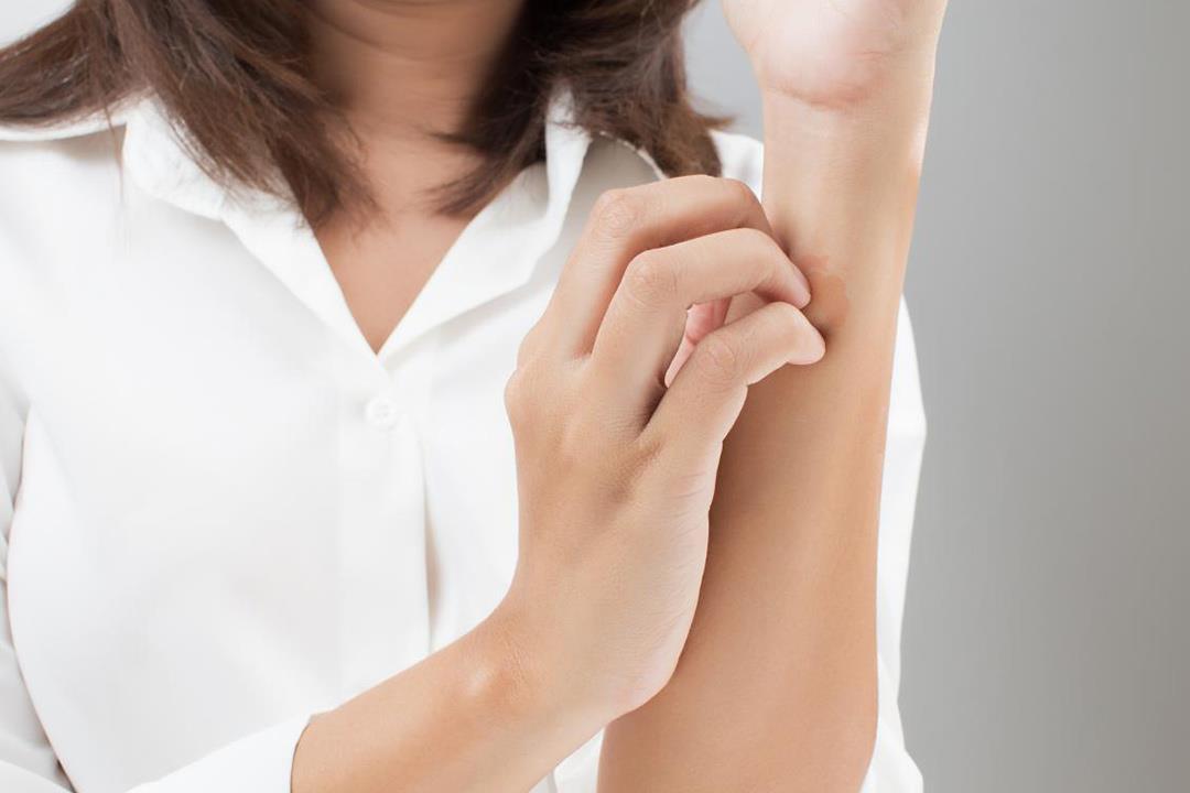 ما علاقة الضغط العصبي بالطفح الجلدي؟