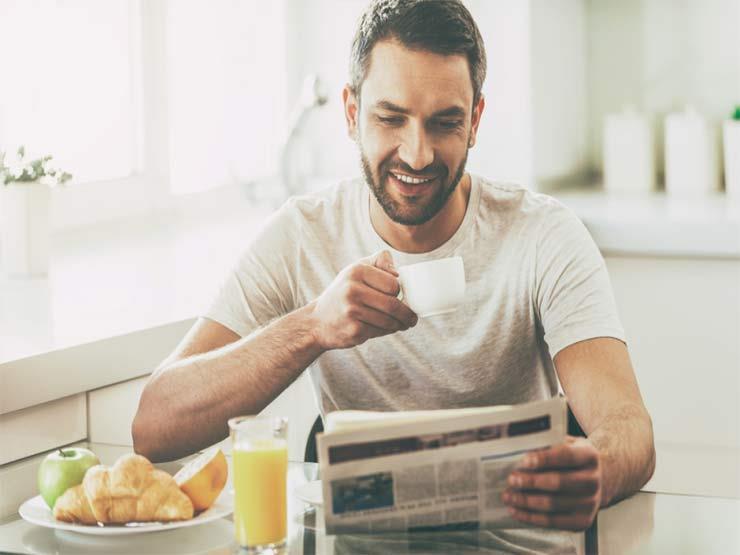 """عادات وأطعمة لا تتوقعها قد تدمر صحتك """"لو أكلتها على معدة فارغة"""""""