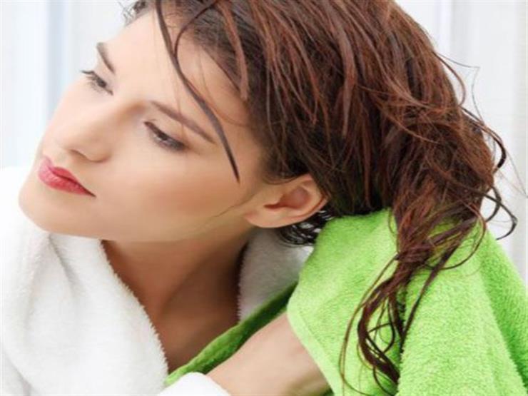 5 أخطاء شائعة تفعلها النساء أثناء تجفيف الشعر