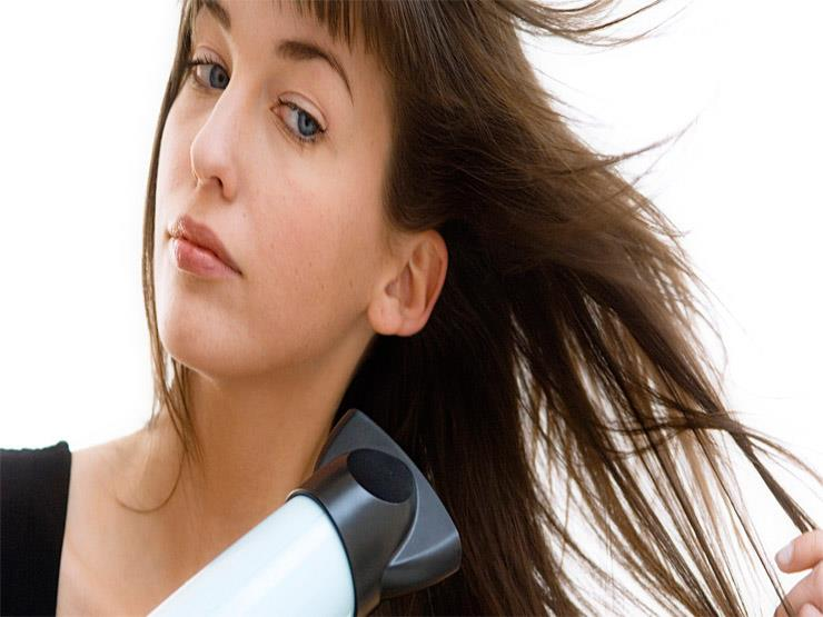 تجنبي 5 أخطاء تقومين بها أثناء تجفيف شعرك
