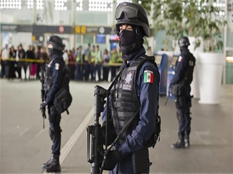 مقتل شخص في اشتباكات بين الشرطة وقافلة مهاجرين على الحدود المكسيكية
