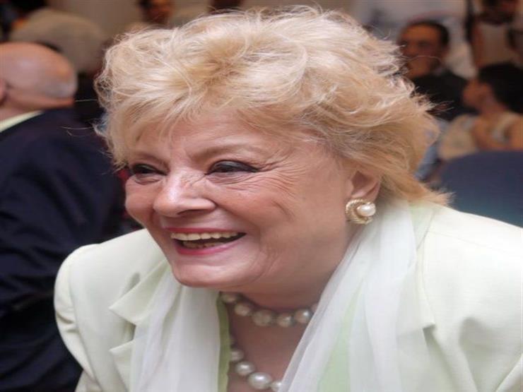 نادية لطفي تستعد لاستقبال وزيرة الثقافة لتكريمها واحتفالًا بعيد ميلادها