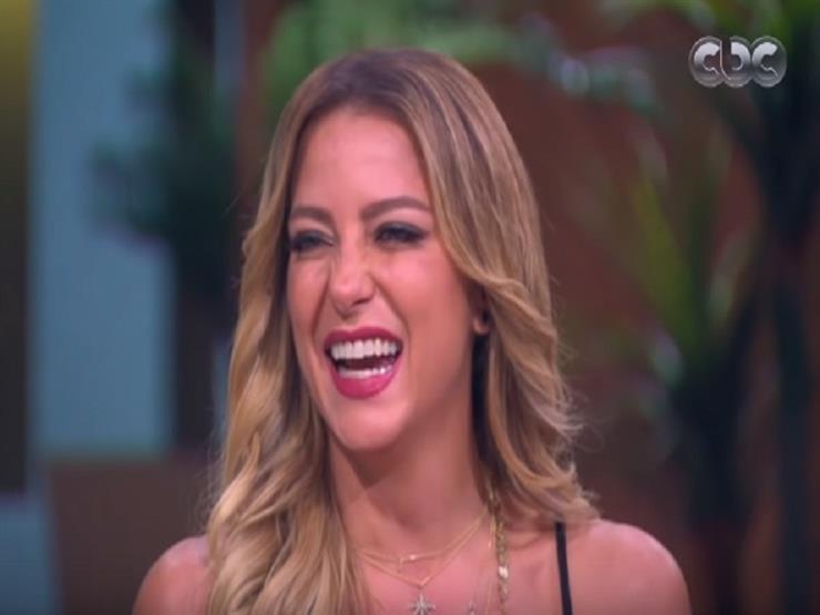 ريم مصطفى تكشف سر التاتو على كتفها - فيديو