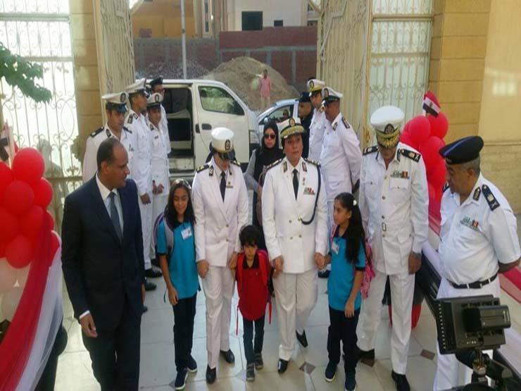 رجال الشرطة يصطحبون أبناء شهداء الوطن لمدارسهم بشمال سيناء
