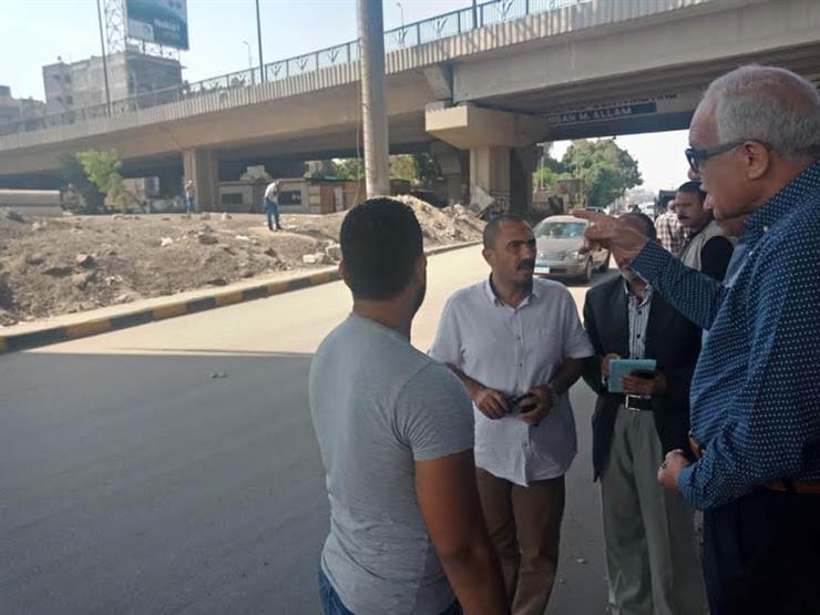 """محافظ الجيزة لمشرفي نظافة: """"مش عايز أشوف ورقة في الطريق"""""""