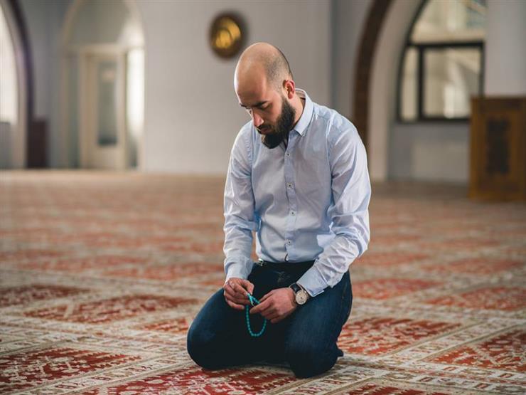 """ما حكم صلاة النافلة جالسًا لمن يقدر على القيام؟.. """"البحوث الإسلامية"""" يجيب"""