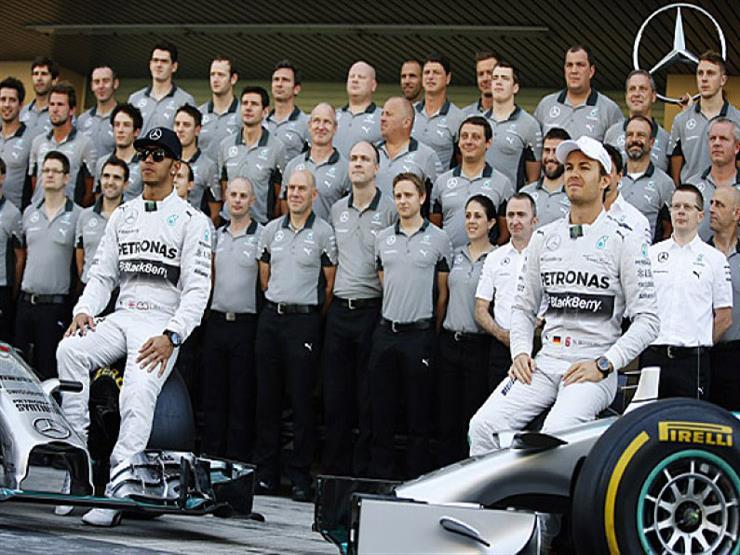 """بعد تتويج هاميلتون.. """"مرسيدس"""" يتطلع لحسم لقب الصانعين في فورمولا-1"""