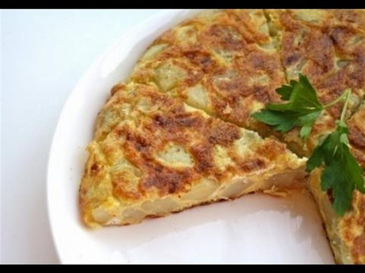لعشاء لذيذ.. طريقة عمل أومليت البيض بالبطاطس