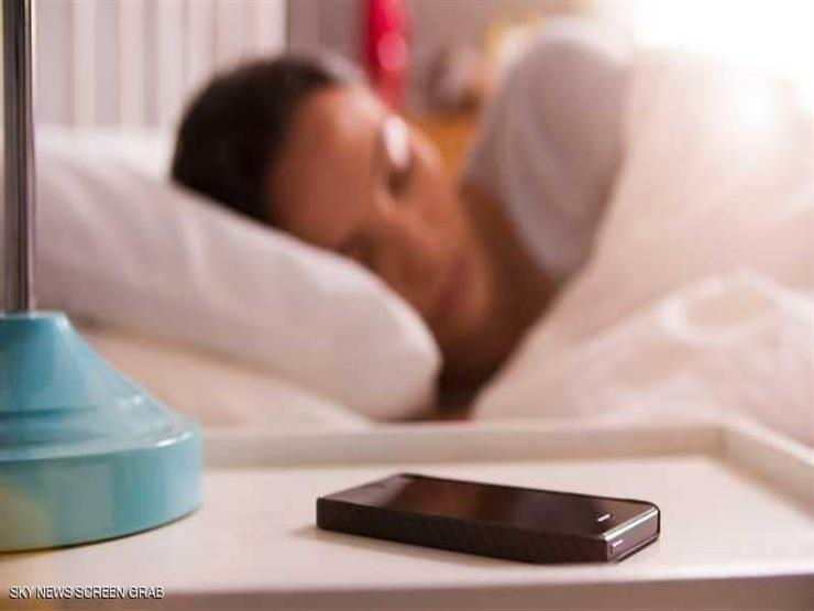 احذر: هذا تأثير النوم بجوار المحمول على القدرة الجنسية