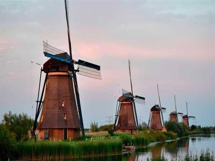 سكانها 60 شخصا.. قرية هولندية يزعجها كثرة السياح