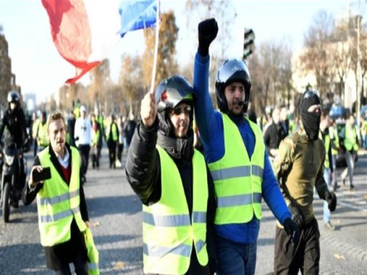 """العالم في صور: """"السترة الصفراء"""" تشعل المظاهرات في فرنسا.. وترامب يصل كاليفورنيا"""