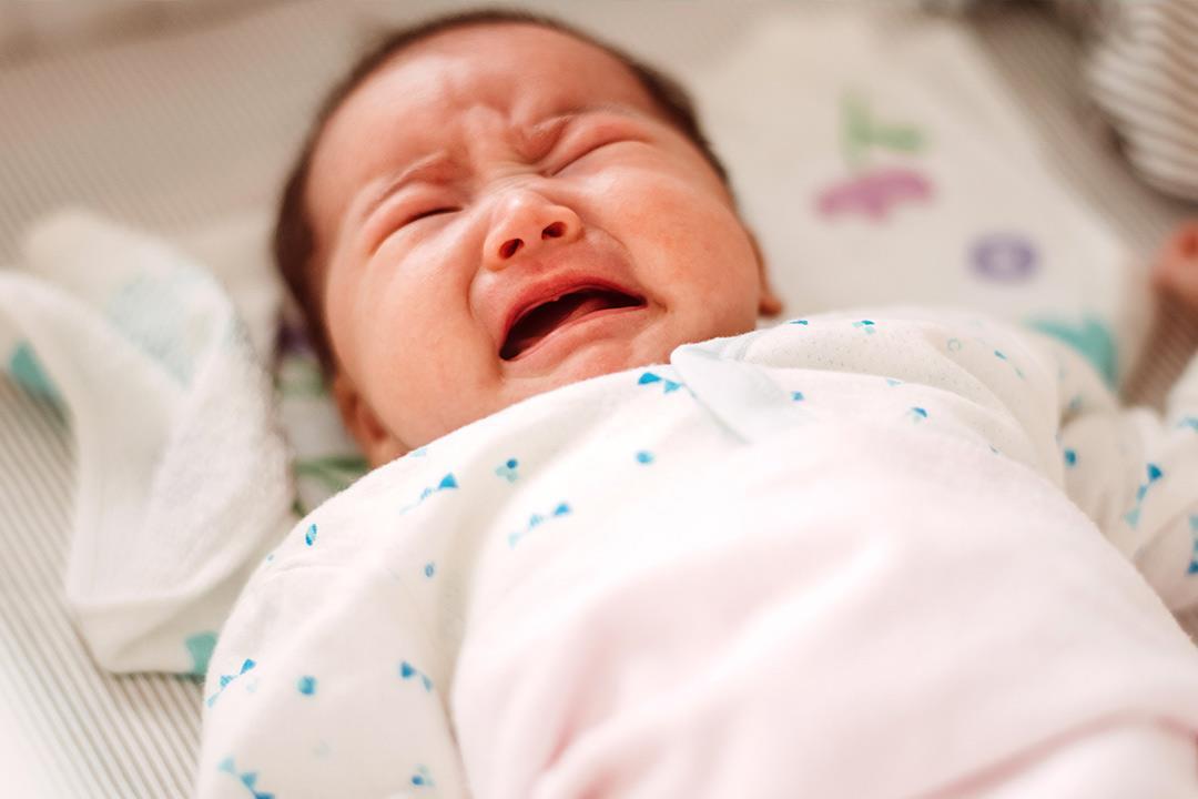 ضيق مخرج المعدة عند الأطفال قد يكون خلقي أو مكتسب.. إليك الحل