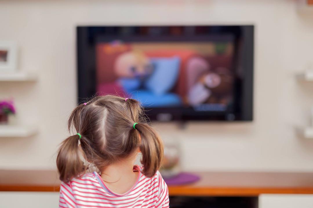 مشاهدة الاطفال التلفزيون