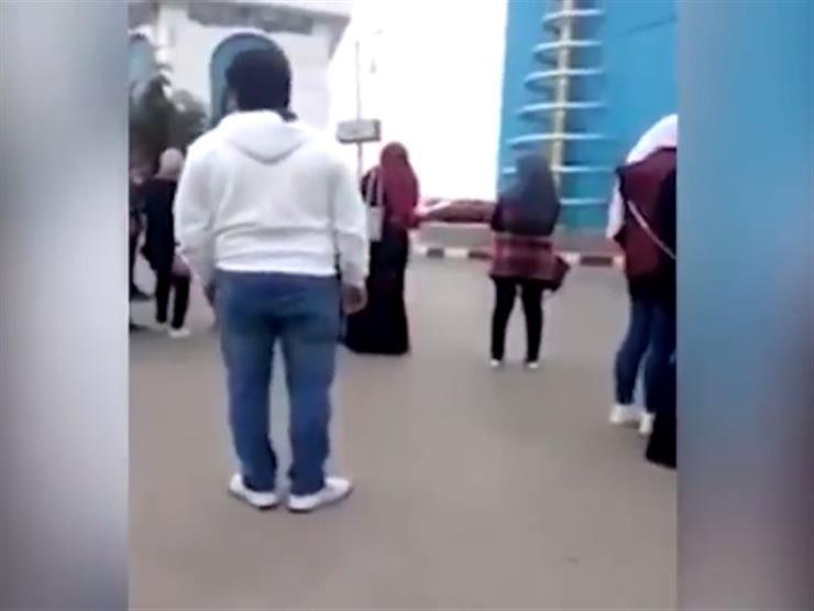 """بالفيديو - لحظة القبض على متحرش المنصورة.. والتحريات: """"مريض نفسي"""""""
