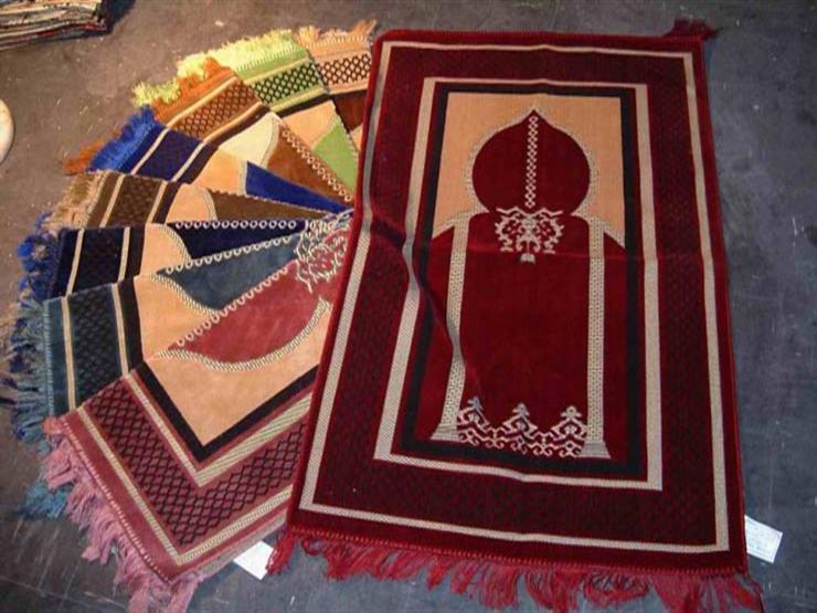 فتاوى الصلاة (14): حكم الصلاة على سجادة مصنوعة من حرير
