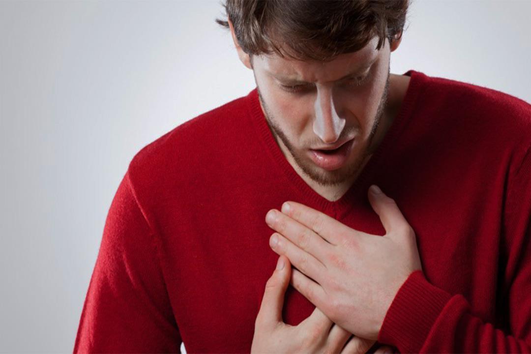 هؤلاء أكثر عُرضة لاسترواح الصدر.. إليك الأعراض والعلاج
