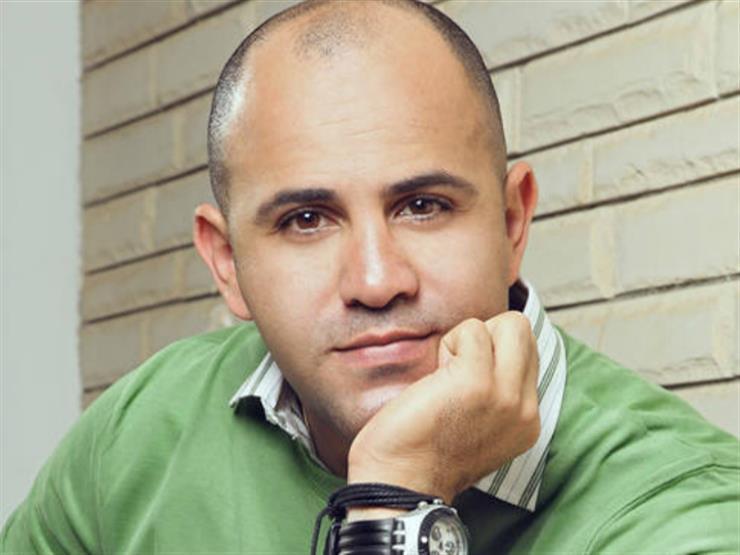 """عزيز الشافعي: هاني شاكر حافظ على الأغنية العاطفية.. والشاعري بطل """"الدويتوهات"""""""