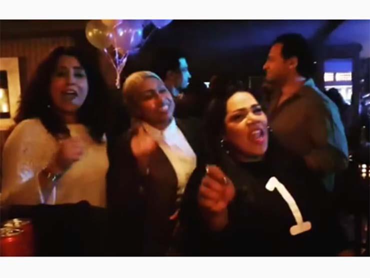 """بالفيديو  أيتن عامر ترقص على أغنية """"نمبر وان"""" في عيد ميلادها مع شيماء سيف"""