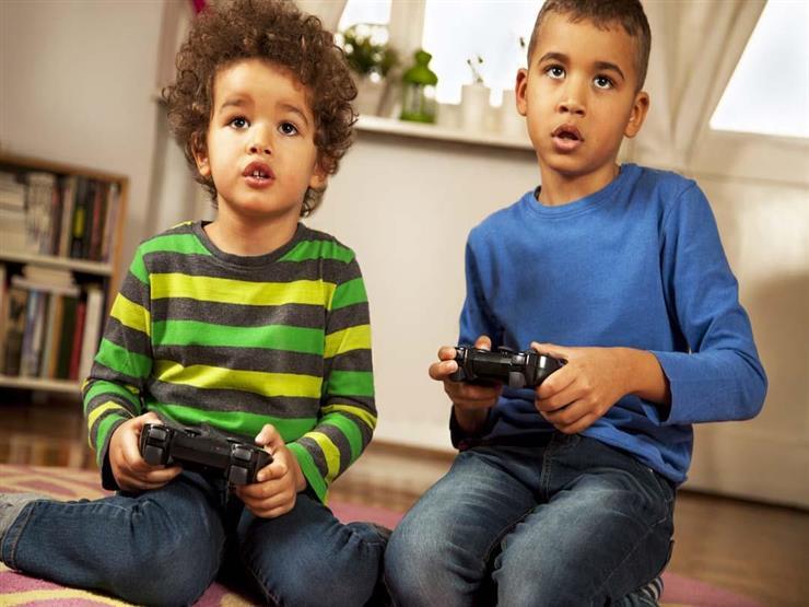 منها الإدمان.. انتبهي لمخاطر الألعاب الإلكترونية على طفلك