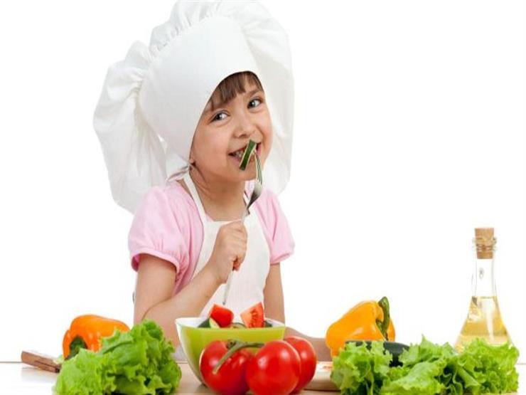 للأمهات.. 4 حيل لإقناع طفلك بتناول الخضروات