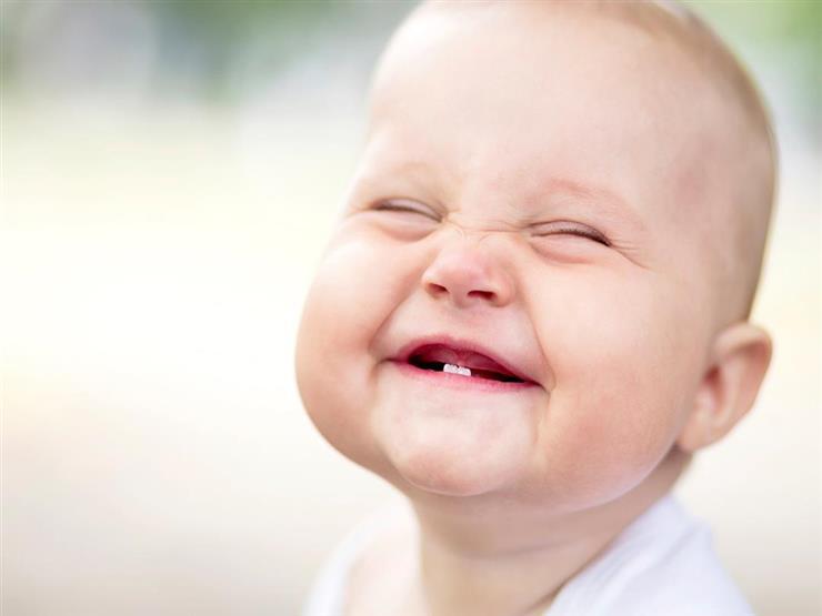 بالصور.. تعرفي على ترتيب ظهور أسنان طفلك في عامه الأول