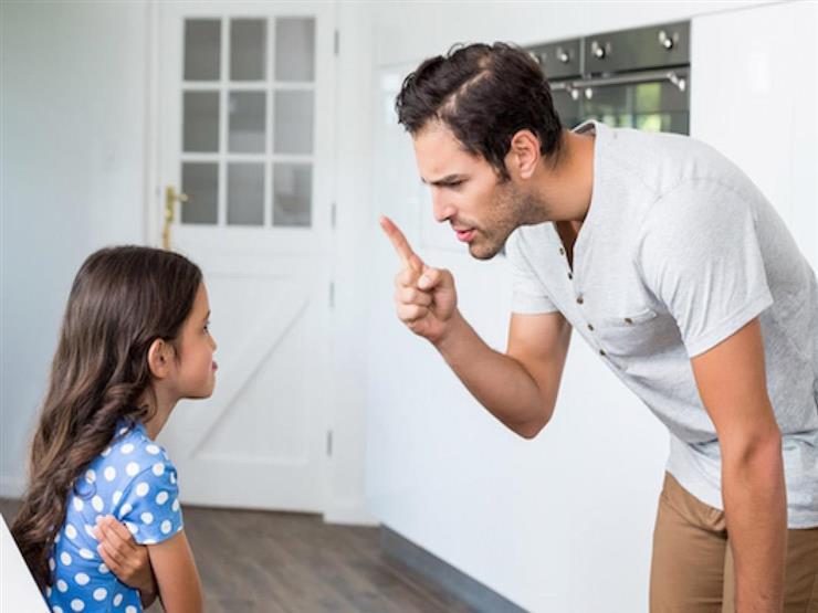 إجبار طفلك على الاعتذار يؤذيه أم يهذبه؟