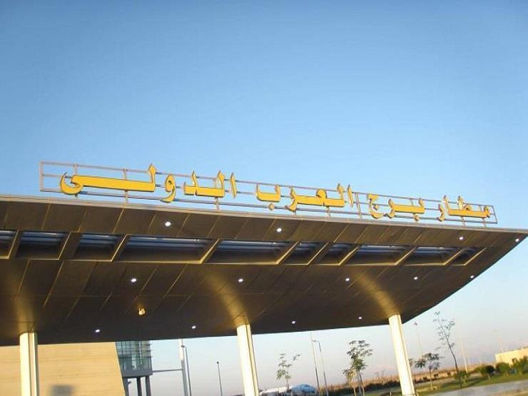 نائب وزير الطيران يتفقد مطار برج العرب لمتابعة خطة مواجهة كورونا