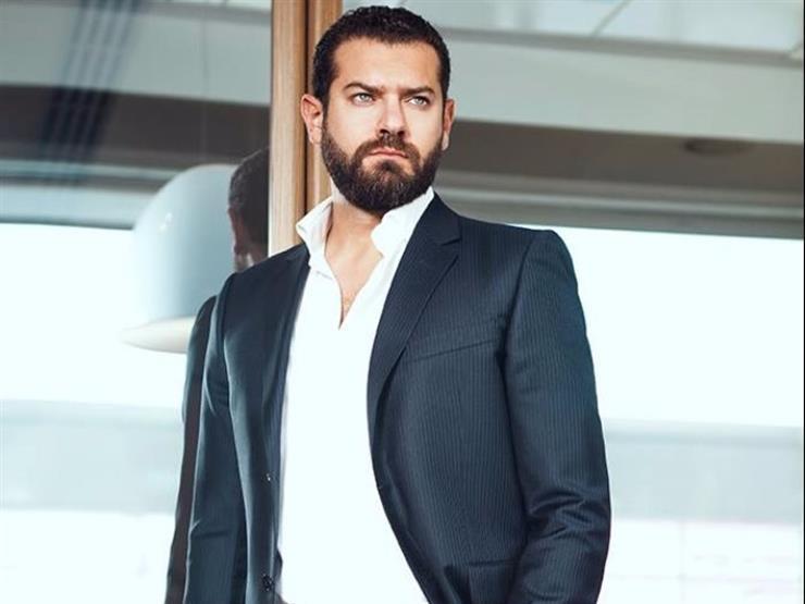 """عمرو يوسف يوجه رسالة لجمهوره في أول ليلة عرض لـ""""ولاد رزق 2"""""""