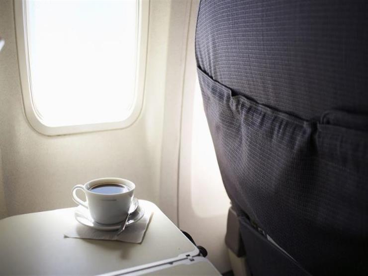 مضيفة جوية تنصح بعدم شرب القهوة على متن الطائرات