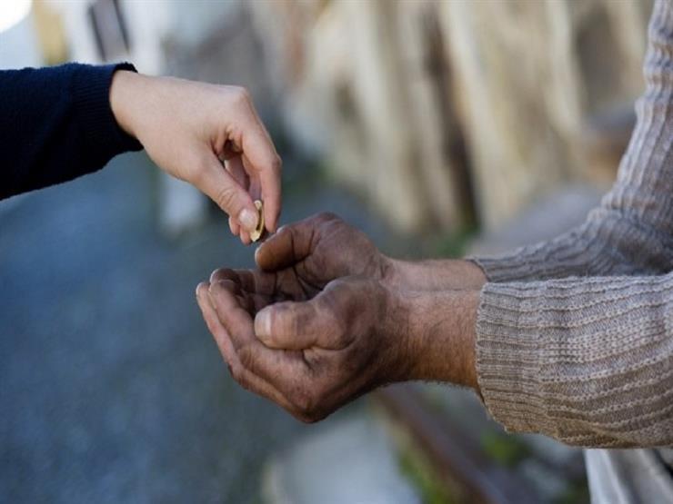 مساعدة الفقراء أم نافلة الحج والعمرة؟.. الإفتاء توضح أيهما أولى