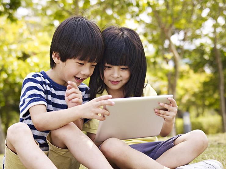 """دراسة: أطفال الصين يدردشون مع آبائهم """"أونلاين"""""""