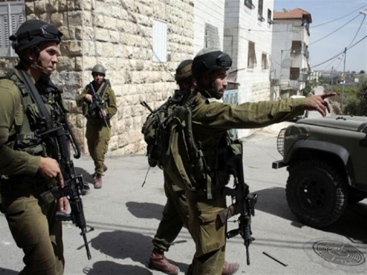 إصابة شاب فلسطيني برصاص الاحتلال وإغلاق متاجر شرق قلقيلية