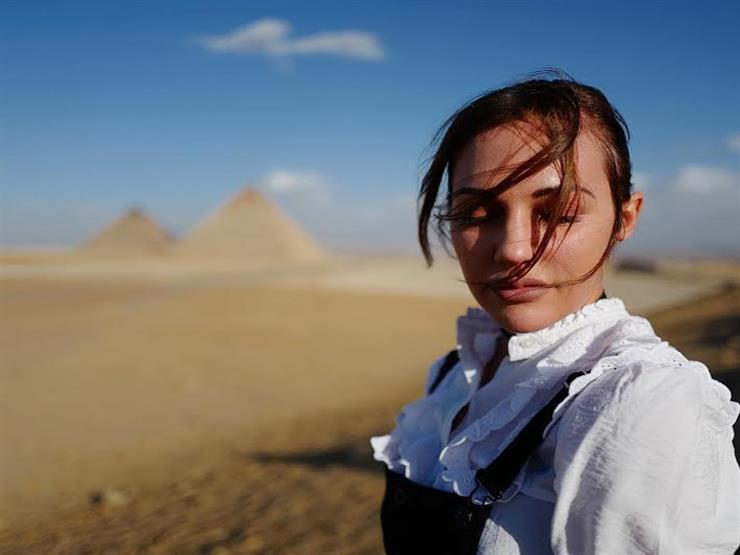 """السلطانة """"هويام"""" تنشر صورة من أمام الأهرامات"""