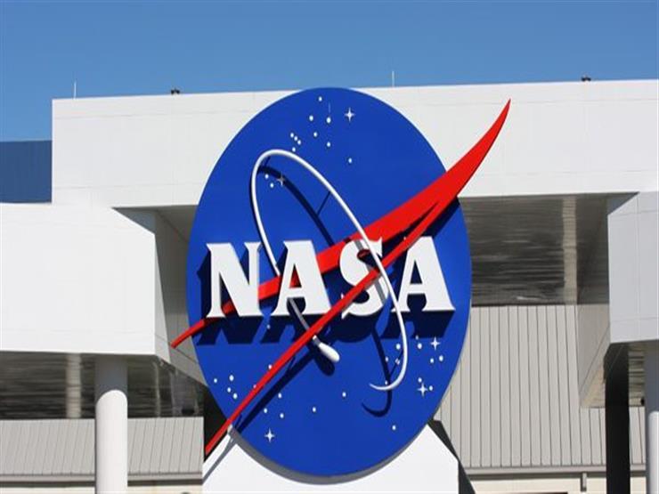"""جسم غريب يوقف بث """"ناسا"""" المباشر من الفضاء (فيديو)"""