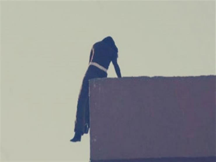 خوفا من ضبطها في وضع مخل.. فتاة تلقي بنفسها من الطابق التاسع بالهرم
