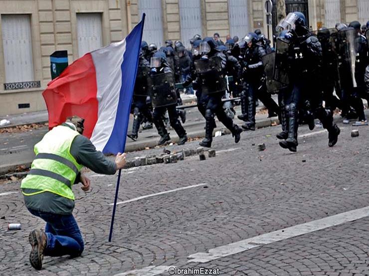"""من باريس.. مصور مصري يسجل لحظات تاريخية لاحتجاجات """"السترات الصفراء"""""""
