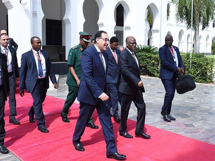 """""""يؤكد الثقة في مصر"""".. دبلوماسي مشيدًا بحضور مدبولي توقيع اتفاقية بناء أكبر سد بتنزانيا"""