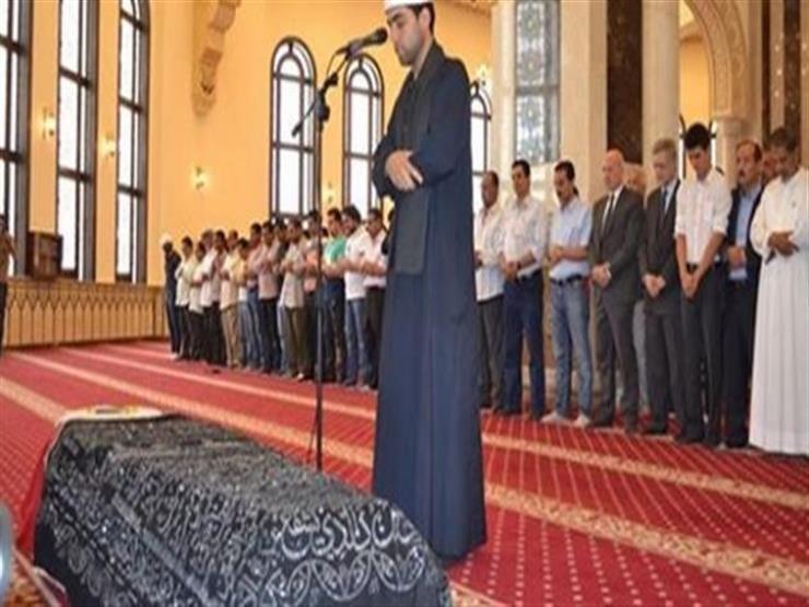 """""""ميت يشيع ميتًا"""".. وصل بنعش صديقه إلى المسجد وتوفي قبل الصلاة عليه"""