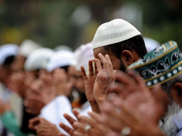 """حكم رفع اليدين مع تكبيرات الجنازة.. تعرف عليه من """"البحوث الإسلامية"""""""