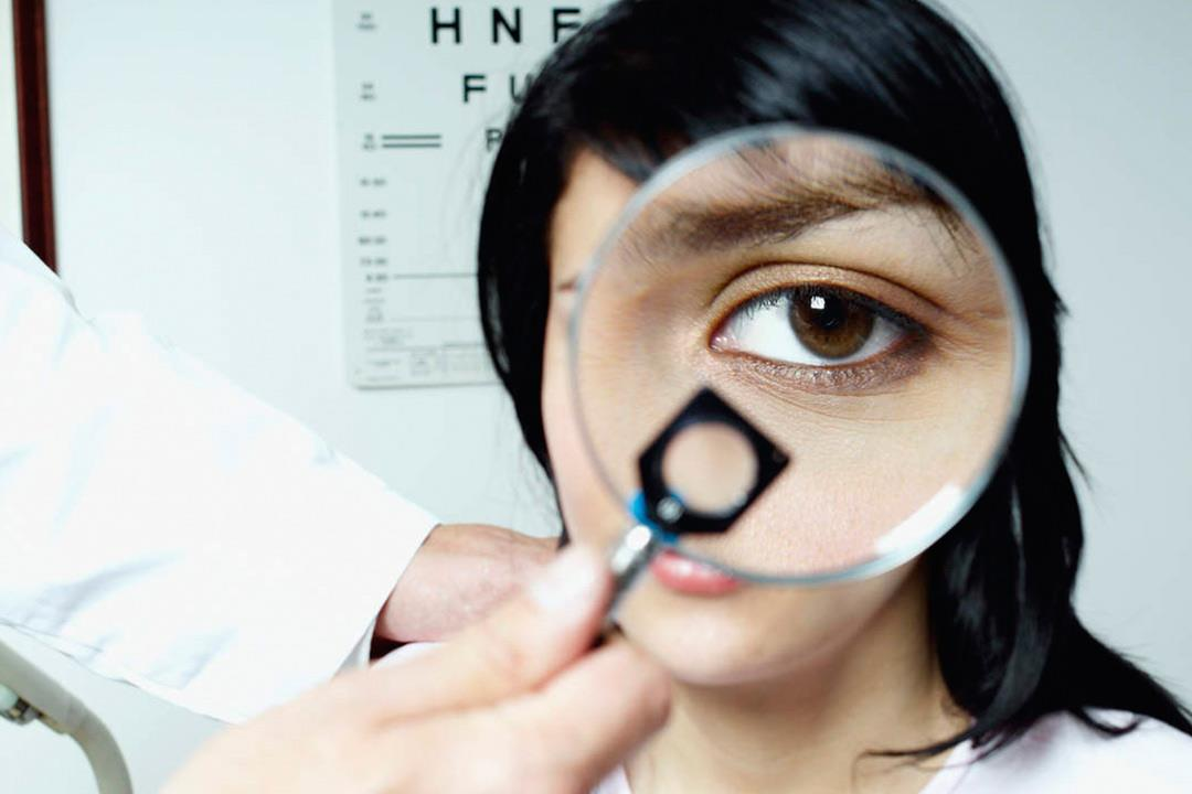 أعراض تنذر بالتهاب ملتحمة العين