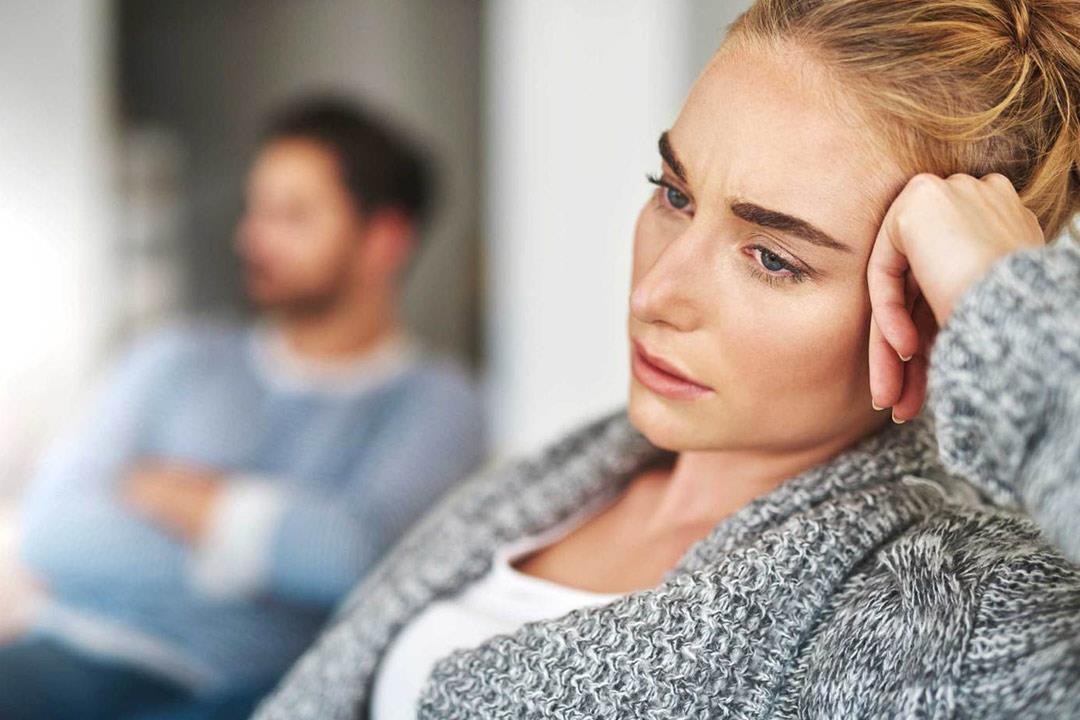 عزوف السيدات عن العلاقة الحميمة.. هل يستدعي زيارة طبيب نفسي؟