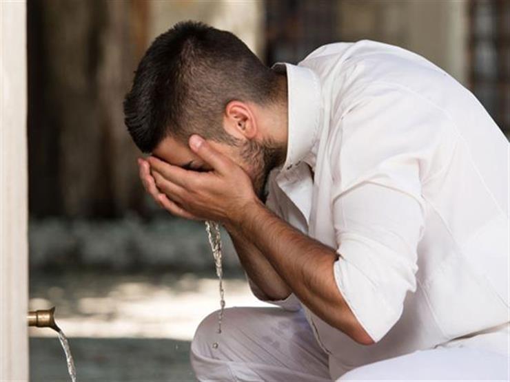 """التسمية قبل الوضوء.. سُنة أم واجبة؟.. """"البحوث الإسلامية"""" يجيب"""