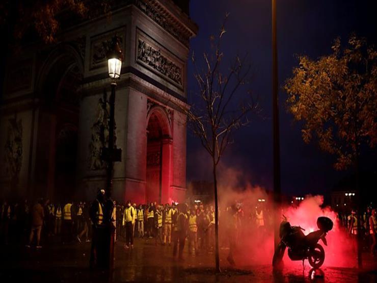 """سُيّاح في قلب تظاهرات باريس: """"فوضى مخيفة.. نشعر بالقلق"""""""