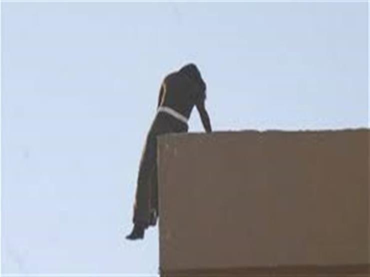 بسبب مشادة كلامية مع والدتها.. طالبة تلقي نفسها من الطابق الثالث في سوهاج